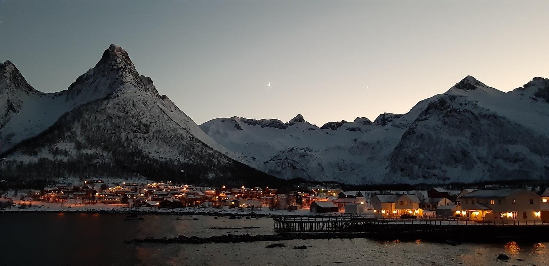 Mefjordvaer Senja in de nacht