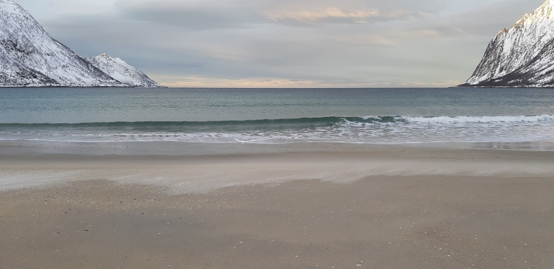 Verlaten strand Senja winter